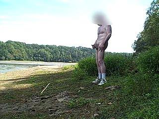Jerking & cumming in the park