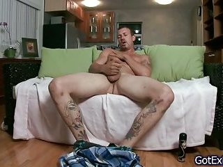 Muscled dude wanking his fine cock