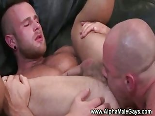 Muscled stud enjoys gay oral pleasure