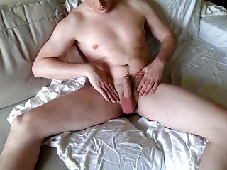 Horny Amateur Dildoing His Ass On Cam